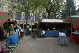 Саблон, Брюссель. Продавцы скучают.